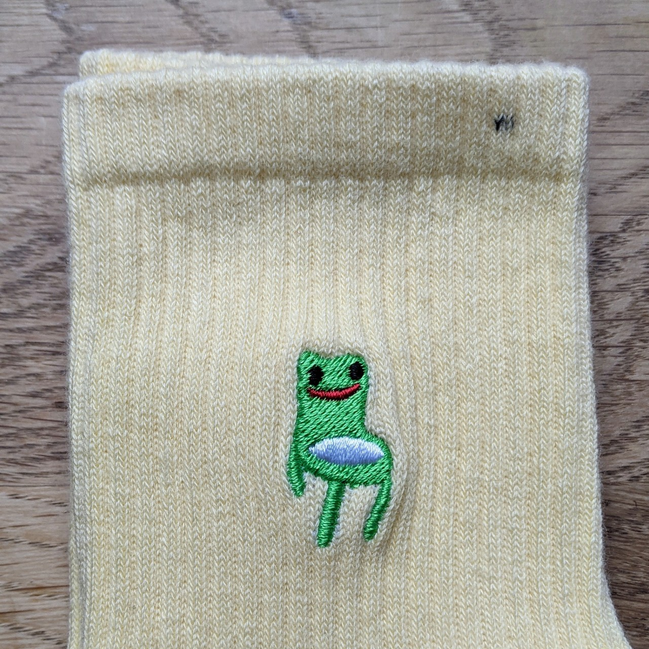 Product Image 1 - FAULTY Froggy Chair socks  Your favourite
