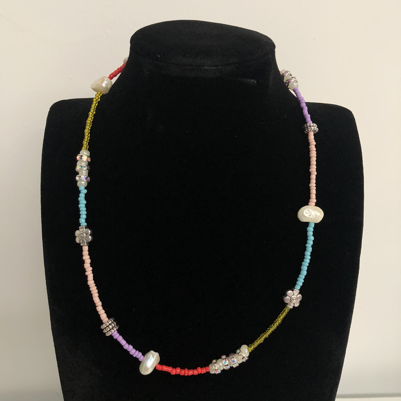 Product Image 1 - Seed Bead Necklace Between Sizes