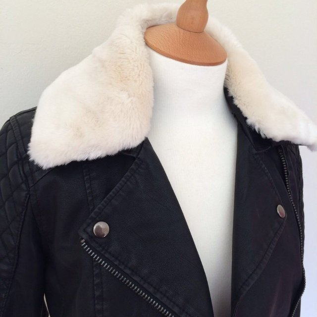 Petite; TOPSHOP black leather jacket with removable fur collar. Hardly worn. Size 6