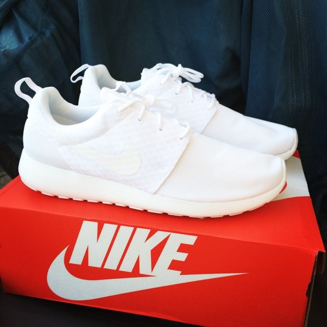 nike roshe run mens all white