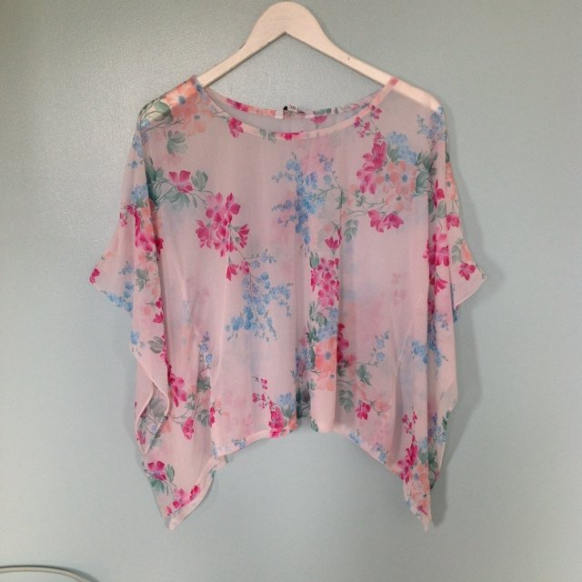 New Look kimono style top. Floral print. Very floaty. Size 10.