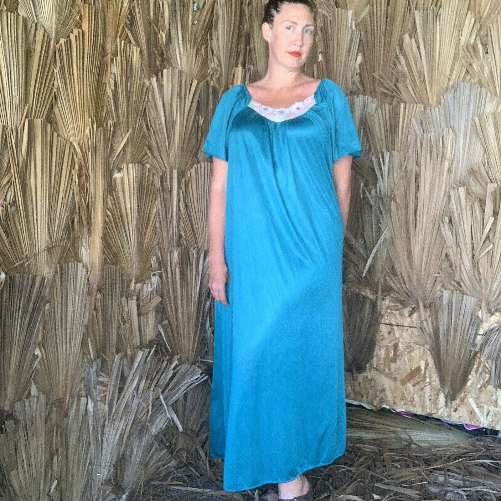 Product Image 1 - Vintage 1970s Maxi House Dress  One