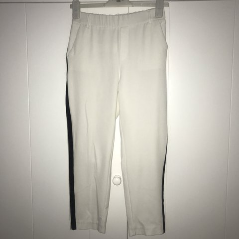 09da1524 @emwardle. 8 days ago. Chelmsford, United Kingdom. White and black stripe  Zara trousers - Size S WORN ONCE