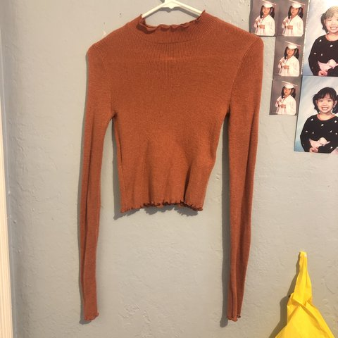 d1e57360962 @grracec. 22 hours ago. Oakland, United States. only worn once Forever 21  long sleeve turtle neck crop top! ...