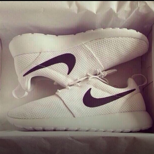 pxjemj Nike Roshe Run White Black Tick dlmac.co.uk