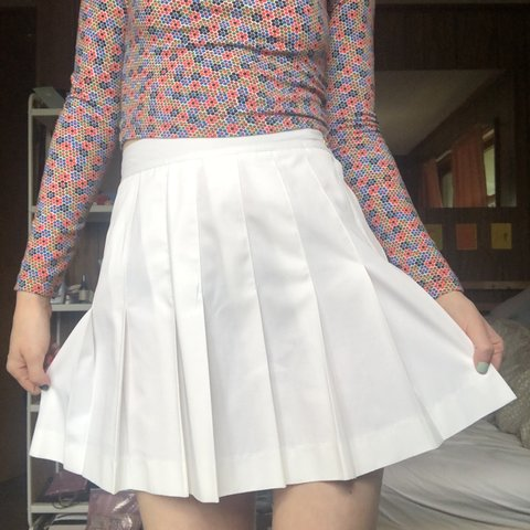 77aefb806 LizSport white tennis skirt! very similar to the iconic one - Depop
