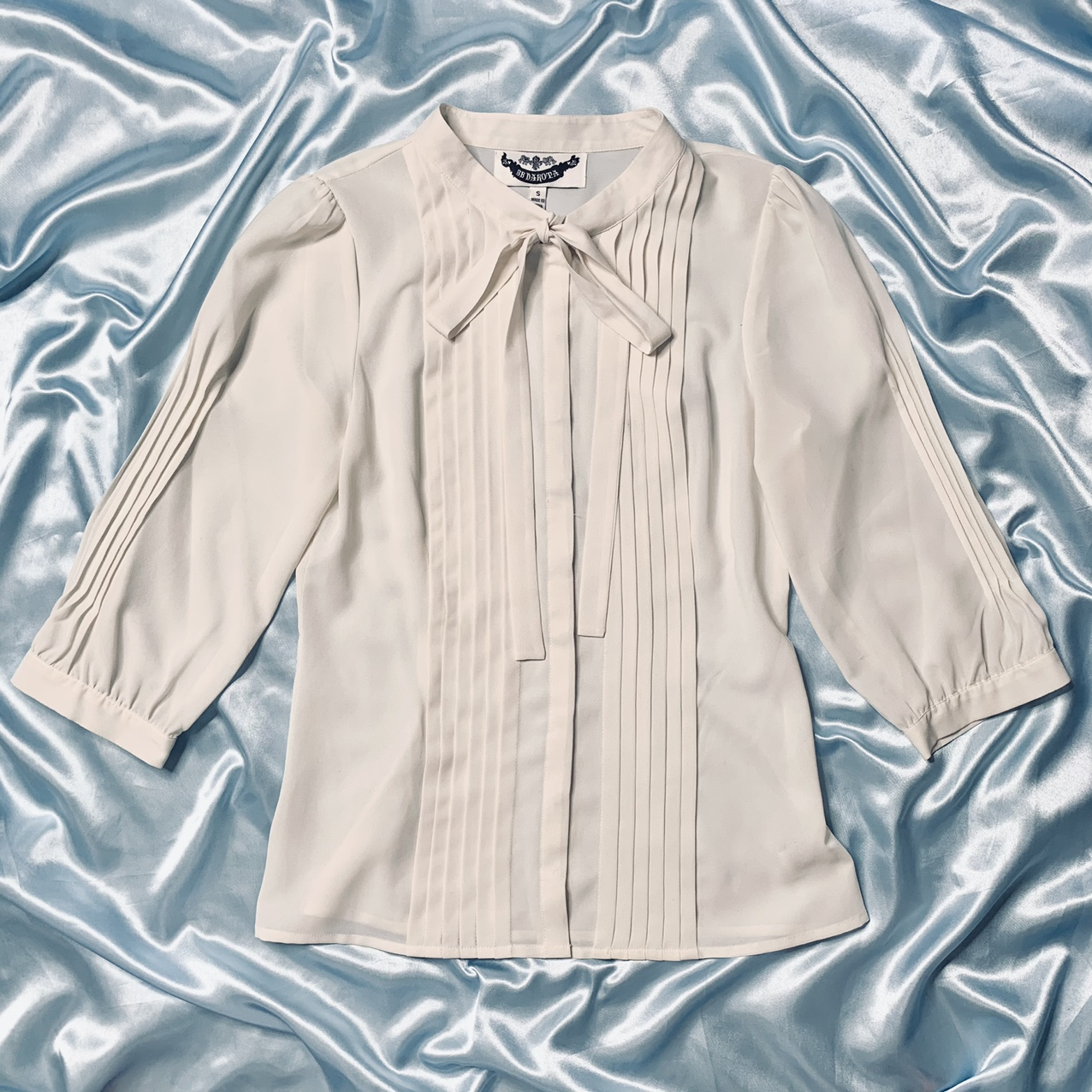 Product Image 1 - Modern sheer ivory pleated button