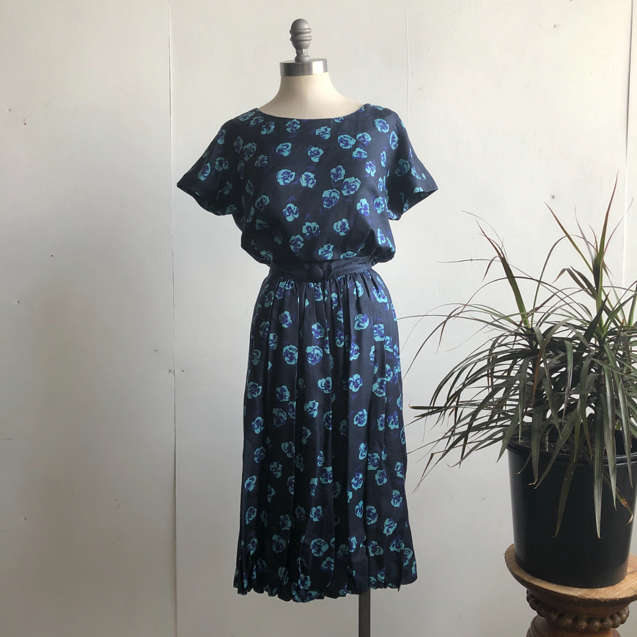 Product Image 1 - 50s REMBRANDT Silk Navy Blue