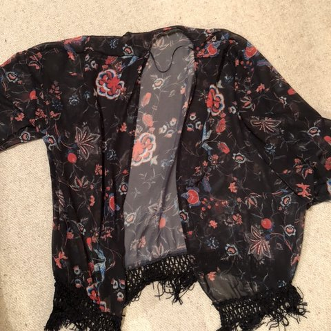 2ec4ad29b @ultravi0let. 4 hours ago. United Kingdom. Pull and bear pattern print  kimono ...