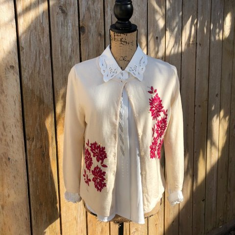 4f79c81689 @wildtxthrifts. in 2 hours. Houston, United States. CREAM FLORAL SIGNATURE  ECO MERINO CARDIGAN ...