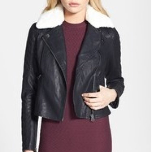 I; Brand new Topshop Jenson fur collar faux leather jacket. The collar is detachable. I