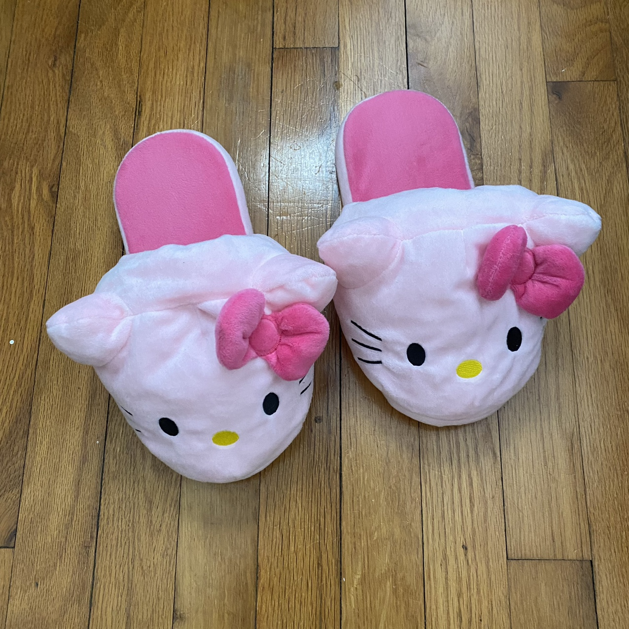 Product Image 1 - Pink Hello Kitty slippers Got these