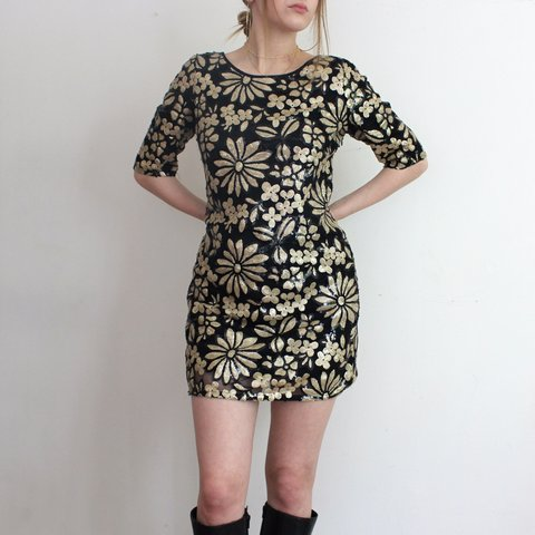 d51f3912 @_mackenzie_. 13 hours ago. United Kingdom. Stunning black and gold sequin  shift dress ...