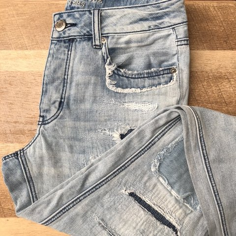 d18c50250c0 @zeeshoppe. 25 days ago. United States. Great condition light wash American  Eagle Tomgirl jeans.
