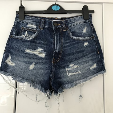 35c1b95b @lilyplunkett. 14 days ago. Bournemouth, United Kingdom. ZARA denim shorts.