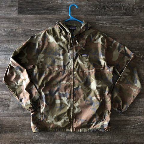 92c538629a285 Item: Winter 2013 - 2014 Patagonia Zip-Up Forest Camouflage - Depop