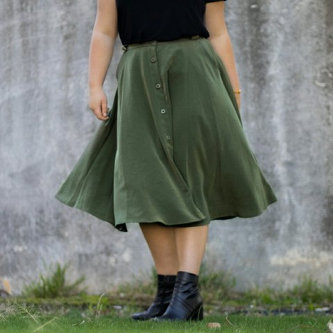 4006104799 Olive green flowy midi skirt with belt loops great for and a - Depop
