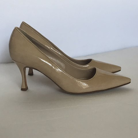 3a8c16f9f5c04 @restitchedla. 58 minutes ago. Los Angeles, United States. MANOLO BLAHNIK  Patent Leather Nude Heels