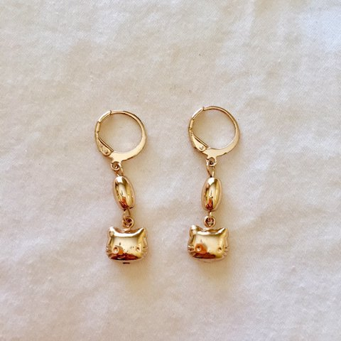 37c6cca66 @r_torres. in 6 hours. Carlsbad, United States. golden hello kitty earrings  ...