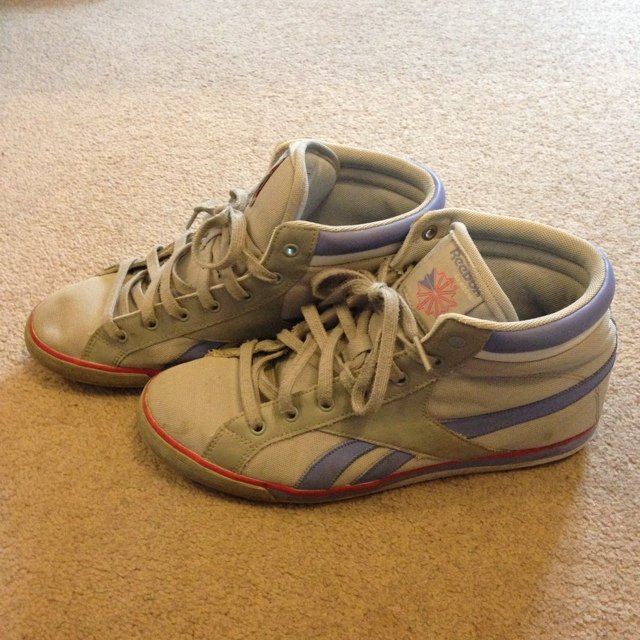 how to get rid of scuff marks on white shoes