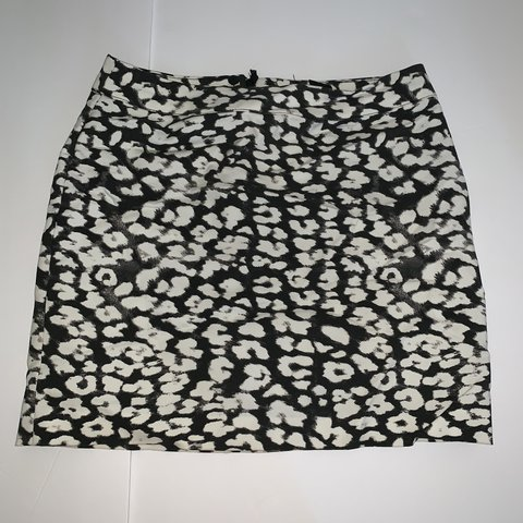 3de08abff3 @strecker01. 10 days ago. Bethel, United States. H&M cheetah print skirt.  Black and white. Moderately stretchy material. Good condition. Size 4.