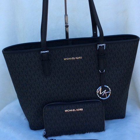 5f16ed32160a4a 2pcs Michael Kors MD Jet Set Travel Carryall New with tag - Depop
