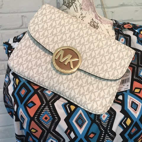3d230fbfa14348 @thechotkiesshop. 6 days ago. Louisville, United States. MICHAEL KORS  Fulton Flap Gusset Cross-Body Bag.