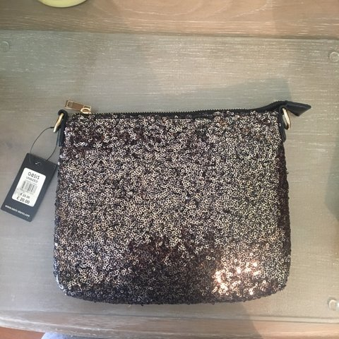 fb0abff18eb1 @georw. 4 hours ago. Manchester, United Kingdom. Oasis clutch/make up bag. Never  used